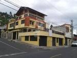 Foto Hermosa Casa con Locales Comerciales en Venta...