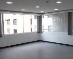 Foto Vendo oficina amplia con excelente ubicación...