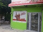 Foto Local comercial en esquina frente a plaza con...