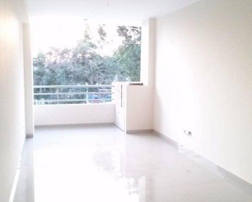 Foto Modernos departamentos con balcón y vista a...