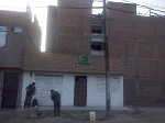 Foto Remato casa mas terreno en Esquina av. Los...