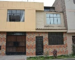 Foto Casa de tres pisos en comas