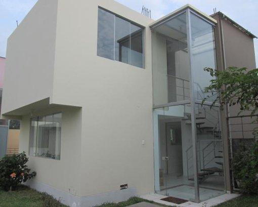 Foto Hermosa casa con piscina, jardin y cochera en...