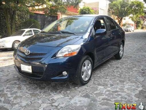 Foto Toyota Yaris 4p Sedan Premium aut a/ ee RA