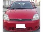 Foto Ford fiesta hatchback rojo 2004