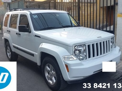 Foto Grupo hp vende camionetas jeep liberty 2013