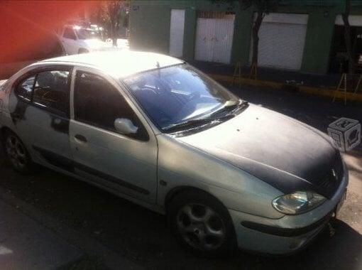 Foto Renault Modelo Megane año 2002 en Gustavo a...