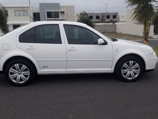 Foto Volkswagen Jetta 4p Clasico GL Tiptronic