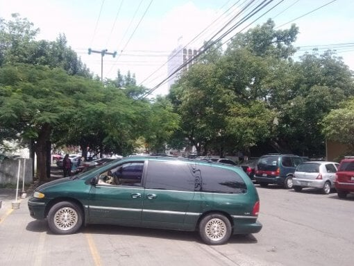Foto Camioneta Voyager town n country 1996