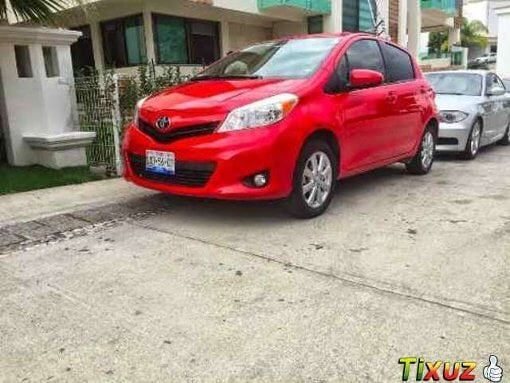 Foto Toyota Yaris 5p HB Premium aut a/ ee