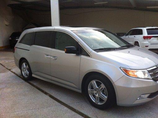 Foto Honda Odyssey 5p Touring minivan aut CD q/c D